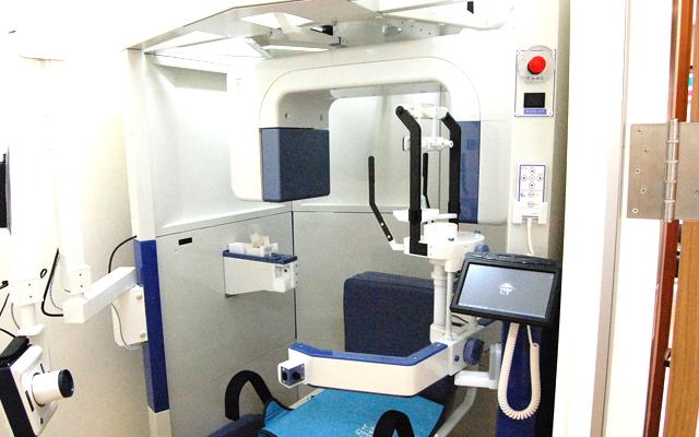 インプラント治療の前にCTにて骨の状態を撮影します